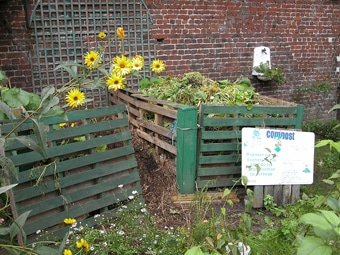 Composting Grass Clippings Improve Your Amp Reduce